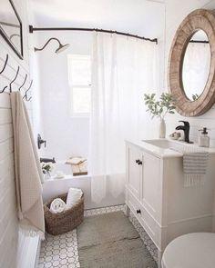 30+ Incredible Farmhouse Master Bathroom Remodel Ideas #farmhouse #masterbathroom #bathroomremodelingideas