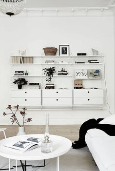White and bright home - via Coco Lapine Design ATELIER DIA DIAISM TJANN TJANTEK ArT SPACE ACQUiRE UNDERSTANDING