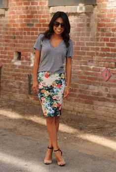 Cool 48 Style Look Spring Work with Skirt and Floral Top http://clothme.net/2018/04/01/48-style-look-spring-work-with-skirt-and-floral-top/