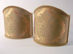 Couple of lampshades decorated with damask fabric in green and gold, finished with gold trim.  €87,00