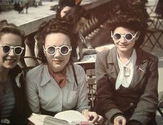 WWII ERA PARIS FRANCE- These color photos of Parisian women were taken by French photographer Andre Zucca with rare Agfacolor film from between and Th. Retro Sunglasses, Mirrored Sunglasses, Sunglasses Women, Sunglasses Outlet, Oakley Sunglasses, 1940s Fashion, Vintage Fashion, Women's Fashion, Fashion Women