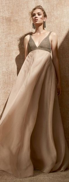 Shabby Chic Style, Bohemian Style, Bohemian Fashion, Red Ball Gowns, Brunello Cucinelli, Casual Chic, Fashion Brands, Red Carpet, Beige