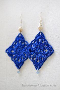 Doily Oltremare - crochet earrings via Etsy. Crochet Earrings Pattern, Crochet Jewelry Patterns, Crochet Motifs, Crochet Bracelet, Thread Crochet, Love Crochet, Crochet Accessories, Diy Crochet, Crochet Designs