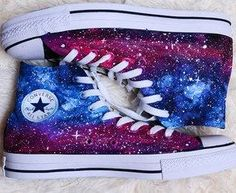 Galaxy Converse, las pueden hacer conparndo o usando unas zapas blancas y las pintan con pintura para tela (buscar tutoriales en youtube)