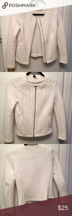 Quilted jacket White quilted jacket with a structured shape, long sleeves, front zipper, and side pockets. H&M Jackets & Coats Blazers