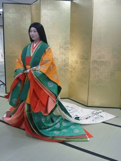 twelve-layered ceremonial kimono dressing show - the weight of dress all about 16 kg Heian Era, Heian Period, Sleeping Beauty Characters, Fantasy Inspiration, Style Inspiration, Japanese Outfits, Japanese Clothing, Proper Attire, Period Outfit