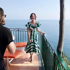 Shooting for Harrods with Tom Ford wearing a gorgeous @johannaortizofficial dress! Coisa linda esse vestido! Louca para ver o resultado do nosso shoot em Positano! Vic Ceridono | Dia de Beauté