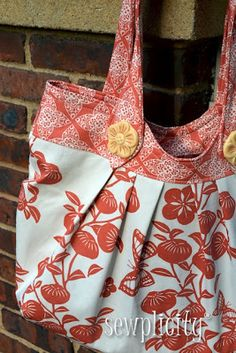 Sewplicity: PATTERN REVIEW: Nikki Tote Bag