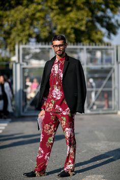 The Year in Street Style: 10 'It' Items Everyone Had in 2015 - Men's style, accessories, mens fashion trends 2020 Mens Fashion Week, Daily Fashion, Fashion 2016, Smart Casual Menswear, Street Style Trends, Street Styles, Peplum, Street Fashion, Paris Fashion