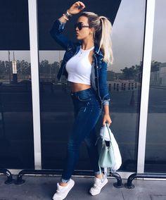 #aerolook • jeans: @tufiduek ✈️