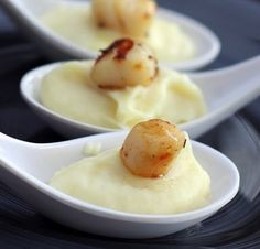 Seared Scallops and Parsnip Cream on Appetizer Spoons Appetizer Spoons Recipe: Aperitive Scallops and Parsnip Cream with White Truffle Oil Spoons Thanksgiving Appetizers, Holiday Appetizers, Appetizers For Party, Thanksgiving Feast, Scallop Appetizer, Tapas, Parsnip Puree, Easy Appetizer Recipes, Appetizer Ideas