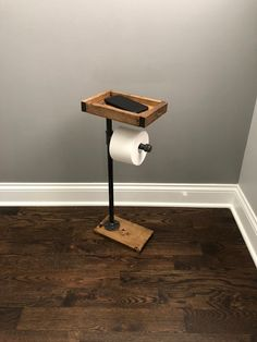 Toilet Paper Stand With Basket Shelf Floor Stand TP Holder Paper Dispenser Rustic Pipe Toilet Paper Holder Industrial Stand Wood Stand Pipe Furniture, Industrial Furniture, Industrial Pipe, Industrial Farmhouse, Wc Set, Toilet Paper Stand, Unique Toilet Paper Holder, Diy Home Decor Rustic, Regal Design