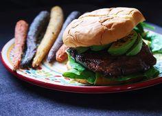 Juicy Vegan Burger!! Link in bio  وصفة برجر المشروم الحين بالموقع بالعربي و الانجليزي