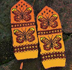 Butterfly Spring mittens with lots of possibilities for color use. Duplicate stitch embroidery (optional) adds even more color! The PDF has lots of color ideas. Orange Butterfly, Butterfly Pattern, Embroidery Stitches, Mittens, Ravelry, Knitting Patterns, Gloves, Socks, Spring