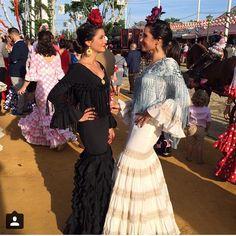 Spanish style – Mediterranean Home Decor Folk Fashion, Diy Fashion, Folk Costume, Costumes, Mermaid Gown, Spanish Style, Party Fashion, Traditional Outfits, Classic Style