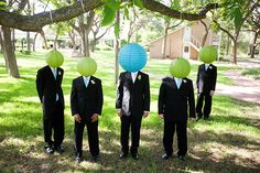 Funny groomsman photos to make you spit some drink on your monitor | Offbeat Bride
