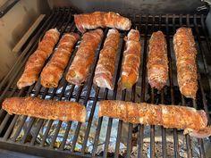 """Wie du aus Rüäbli und Speck eine perfekte BBQ Beilage zubereitest...  Zutaten:  Karotten """"Rüäbli""""SpeckstreifenHonigGewürzmischung """"Rub""""  Zubereitung:  Zuerst kannst du die Karotten rundherum mit Honig einstreichen und dann sind die Rüäbli bereits bereit für den Speck.  Du nimmst ein Rüäbli und beginnst mit einem Ende und wickelst es mit Speck ein.   #Gemüse #HelveticBarbequeRub #traegergrills #bbq #foodie #instafood #foodlover #schweizerfleisch #swissbbq #swissbarbecue #bbqfoo Sausage, Bbq, Meat, Food, Carrots, Honey, Side Dishes, Cooking, Recipies"""