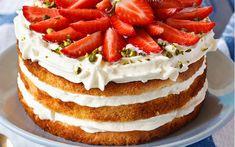 Enjoy Dole's recipe for Pineapple Custard Cake. Cheddarwurst Recipe, Frangipane Recipes, Spagetti Recipe, Low Carb Backen, Custard Cake, Custard Filling, Strawberry Cake Recipes, Low Carb Smoothies, Deserts