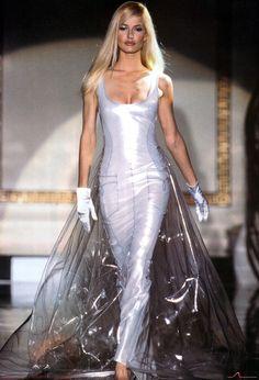 udali:  Karen Mulder at Atelier Versace Fall/Winter 1995.