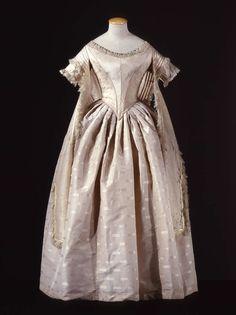 1845-1850 - Dress - Taffeta, lace, velvet; Fichu - Wool, silk