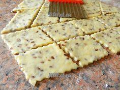 Разделить тесто на 2 части, раскатать толщиной 2-3 мм и вырезать печенье произвольной формы.
