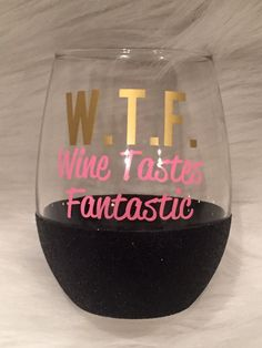 Wine Tastes Fantastic Glass / Glitter Dipped by SparkleandWine Wine Glass Sayings, Wine Glass Crafts, Wine Craft, Wine Quotes, Wine Bottle Crafts, Diy Wine Glasses, Painted Wine Glasses, Just In Case, Just For You