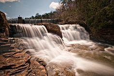DeSoto Falls, located near Mentone, Alabama, is a magnificent waterfall that plunges more than 100 feet. This magnificent waterfall is one of the most beautiful waterfalls in the entire South. It's also one of the tallest and most visited waterfalls in Alabama.
