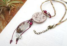 Un Peu De Cassis : un collier bohème réalisé avec un quartz fantôme paysage, une superbe céramique : terre d'ailleurs de Moo... : Collier par les-reves-de-minsy
