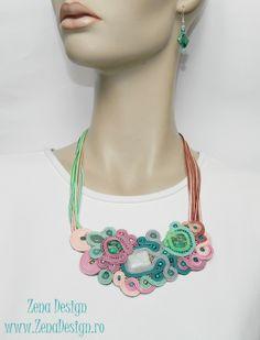 Zena Design – Unique Handmade jewelry! Materiale utilizate: jasp păun verde, jad, crisocola, aquamarine, mărgele sidef turquoise, mărgele sidef verzi, mărgele sidef roz, şnur soutache 9 nuanţe de r…