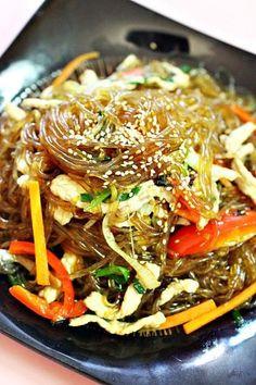 잡채 황금레시피 생생정보통 * 잡채맛있게만드는법 안녕하세요. 콩쥐에요몇일전 콩쥐 남편 생일이였는데요.... Korean Dishes, Korean Food, Korean Traditional Food, Homemade Egg Rolls, A Food, Food And Drink, Asian Recipes, Healthy Recipes, Vegetable Seasoning
