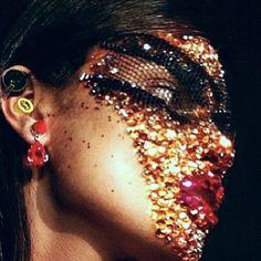 givenchy-spring-2014-riccardo-tisci-glitter