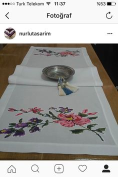 This Pin was discovered by Gül Cross Stitch, Embroidery, Tableware, Crafts, Salons, Tablecloths, Cross Stitch Embroidery, Ideas, Punto De Cruz