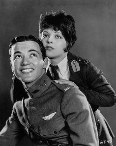 """Charles """"Buddy"""" Rogers y Clara Bow en """"Alas"""", 1927"""