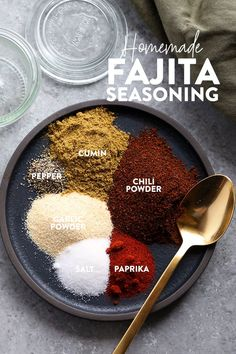 Make your own all-purpose fajita seasoning at home with just 6 basic spices! You can use our homemade fajita seasoning recipe on chicken, steak, veggies, in soup and more. Fajita Seasoning Mix, Homemade Fajita Seasoning, Chicken Seasoning, Chicken Steak, Keto Chicken, Chicken Fajita Recipe, Veggie Seasoning Recipe, Homemade Fajitas, Homemade Spices