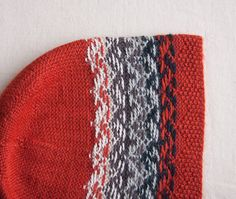 Color dominance in stranded color knitting
