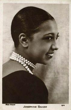 Josephine Baker in pearls