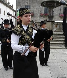 Now when you mention to someone you play bagpipes, they are usually the kind of people that want to talk about their trip to Scotland, or they are the kind that asks you if there is such a thing as Spanish bagpiping. Truly strange.