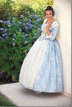 Vestidos Vintage, Vintage Dresses, Estilo Popular, Hispanic Culture, Folk Fashion, Marie Antoinette, American, Ball Gowns, The Past