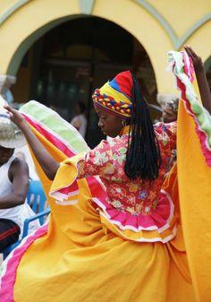 Dancer in Colombia. Folk Dance, Dance Art, Colombian Culture, Black Is Beautiful, Beautiful World, Ecuador, Sword Dance, People Around The World, Viajes