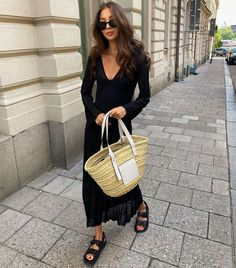 The 3 Sandal Trends Everyone Will Be Wearing This Summer Girl Fashion, Fashion Tips, Fashion Trends, Trending Fashion, 80s Fashion, Daily Fashion, Boho Fashion, Fashion Ideas, Fashion Jewelry