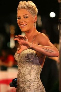 I absolutely love Pink's hair