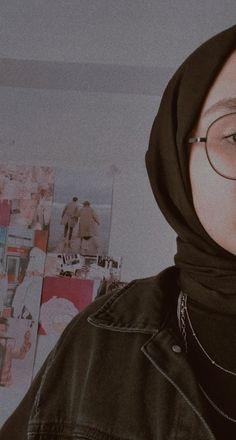 Cute Kids Pics, Cute Couple Pictures, Cute Girls, Hijab Hipster, Cute Couple Wallpaper, Girl Hiding Face, Islamic Girl, Beautiful Blonde Girl, Fake Photo