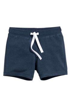 H&M - Tricot short: CONSCIOUS. Een short van lichte joggingstof van biologisch katoen met elastiek en een trekkoord in de taille. ------------- 4.99€