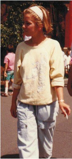 Mijn jaren tachtig look #eighties : hier draag ik een #ONeill Ski sweater, een lichtblauwe spijkerbroek, leren witte hoge nikes, citizen quarts horloge, en een saffie