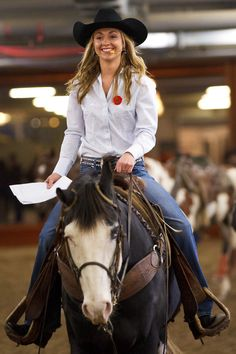 Amber with her beautiful smile on Blue at a Rodeo and show Heartland Quotes, Heartland Ranch, Heartland Seasons, Heartland Tv Show, Cow Girl, Horse Girl, Ty E Amy, Estilo Cowgirl, Rodeo Events