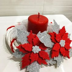 Immagine correlata Diy Christmas Presents, Felt Christmas Decorations, Christmas Candles, Christmas Centerpieces, Christmas Home, Holiday Crafts, Christmas Wreaths, Christmas Ornaments, Christmas Flowers
