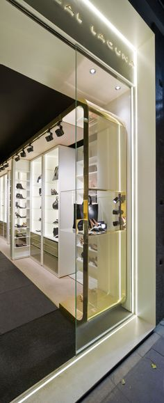 Tienda de Hannibal Laguna Shoes&Accessories ubicada en Madrid