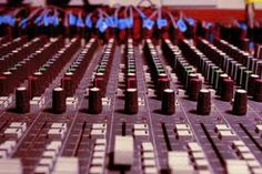 Sónica.in es una página de radio, vídeos, música, descargas y noticias interactiva, dinámica y gratuita, en donde puedes encontrar tu música favorita. En la radio Sónica.in escucharás lo mejor y más nuevo del Pop, Rock y Música Electrónica, verás información acerca de la canción que estas escuchando y el arte del álbum o la foto del artista que la interpreta. http://sonica.in