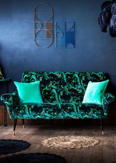 Discover printed wallpapers by British fashion designer Matthew Williamson for Osborne & Little. Designs include the peacock, flamingo and dragonfly.