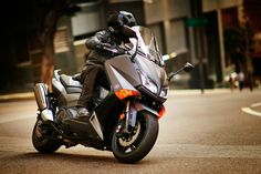 2015 Yamaha TMAX: A Sporty Scooter? - RoadRUNNER Motorcycle Touring & Travel Magazine